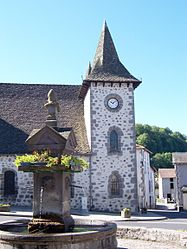 The church and fountain in Jussac
