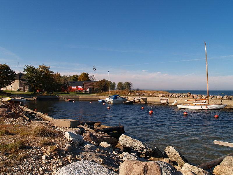 File:Kärdla sadam 2010.JPG