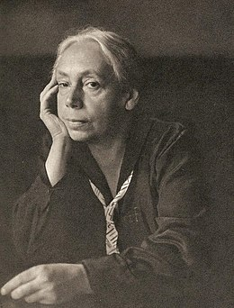 Käthe Kollwitz by Hugo Erfurth, 1927.jpg