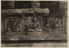 KITLV 40050 - Kassian Céphas - Reliefs on the terrace of the Shiva temple of Prambanan near Yogyakarta - 1889-1890.tif