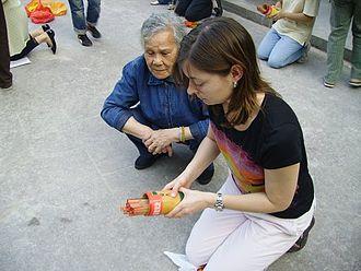 Kau chim - Practicing kau chim at Wong Tai Sin Temple, Hong Kong