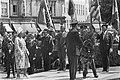 Koningin Juliana legt een krans bij het monument van de Onbekende Soldaat het M, Bestanddeelnr 924-7110.jpg