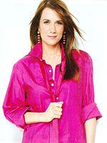 Kristen Wiig - Pink shirt, portrait alt