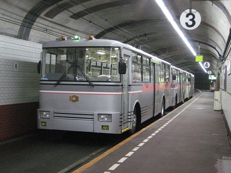 http://upload.wikimedia.org/wikipedia/commons/thumb/9/9e/Kurobe_Dam_station_platform.jpg/800px-Kurobe_Dam_station_platform.jpg
