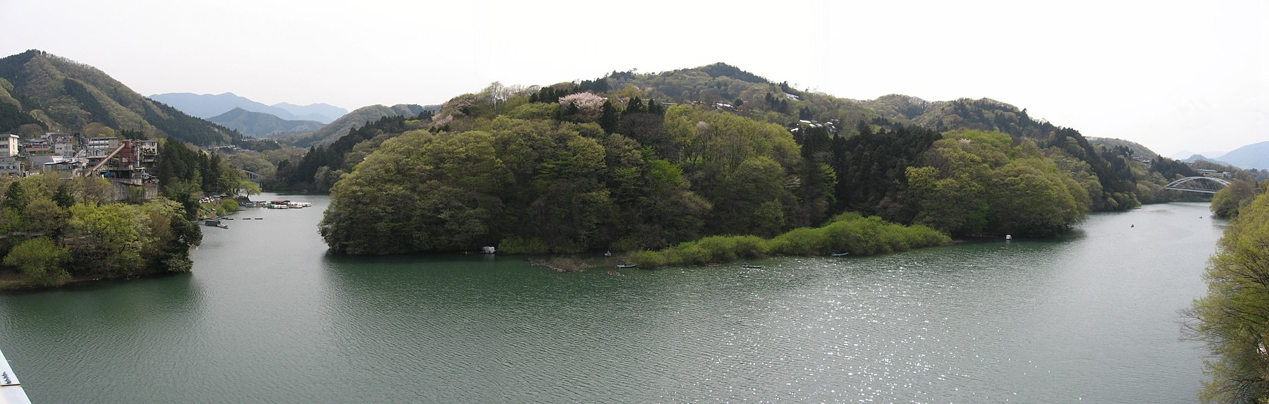 Lake Sagami from Hizure bridge.JPG