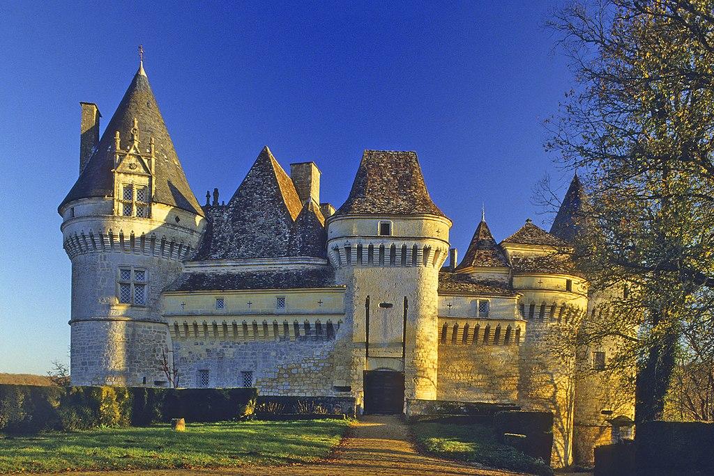 ** Un lieu à découvrir ** - Page 6 1024px-Le_chateau_de_Bannes%2C_vue_d%E2%80%99ensemble_N.O._au_soleil_couchant%2C_commune_de_Beaumontois_en_Perigord%2C_Dordogne%2C_France