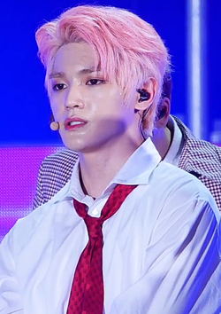 Lee Tae-yong performing at SBS MTV The Show in July 2017 06.png