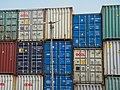 Les containers de marchandises disposés.jpg