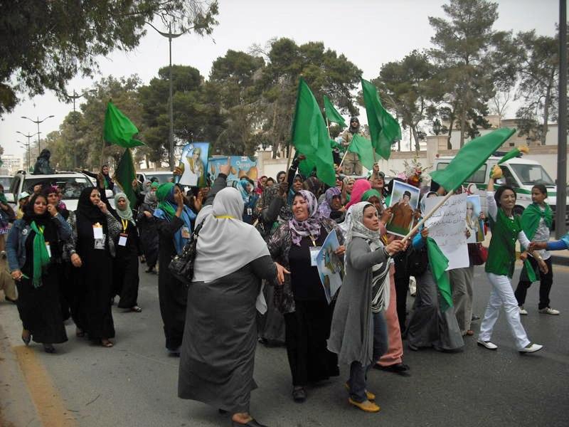 Les femmes de Libye d%C3%A9chir%C3%A9es entre le r%C3%A9gime et les rebelles (5764877039)