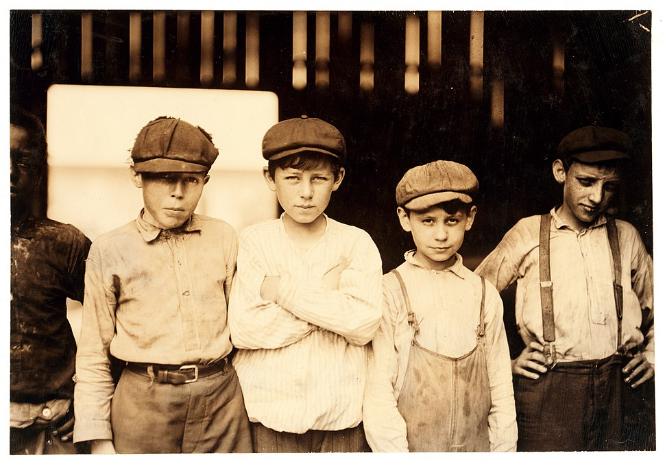 Lewis Hine, Youngsters on day shift, Old Dominion Glass Co., Alexandria, Virginia, 1911
