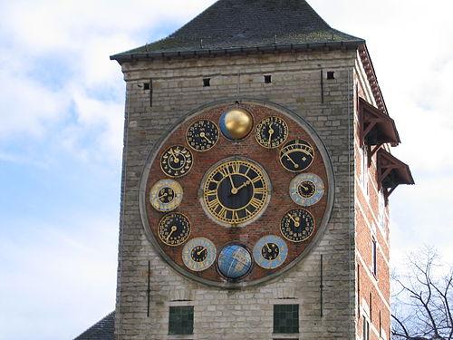 Циферблати годинника на Вежі Зіммер у Бельгії 4497408f8d0f7