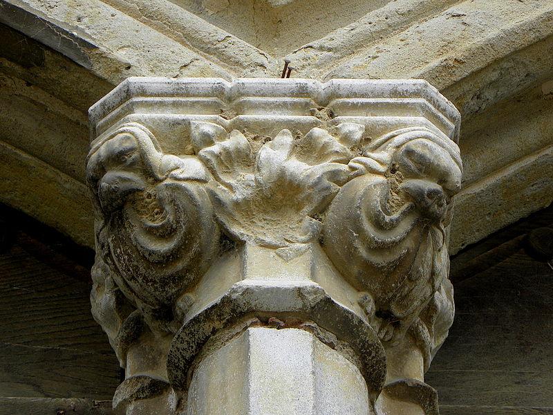 Cathédrale Sainte-Marie de Lombez (32). Chapiteau des portes jumelées de la façade occidentale.