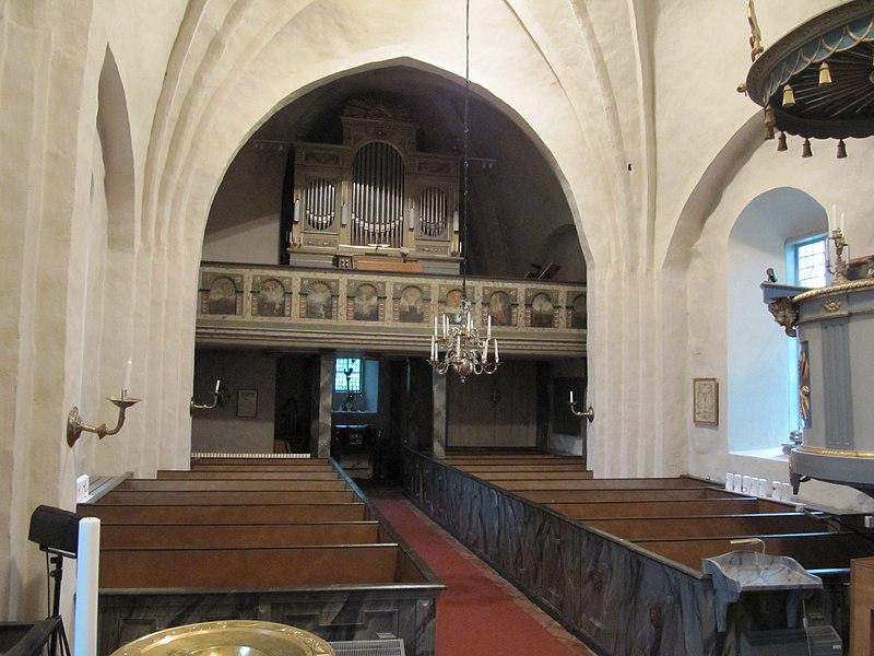 Lunda kyrka int04.jpg