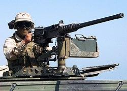 ブローニングM2を構える兵士