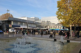 The Place du 11 Novembre on market day