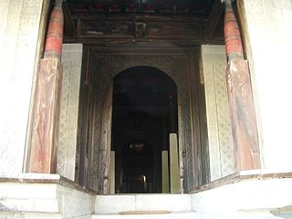 Large doorway, surrounded by pillars