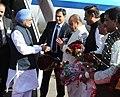 Manmohan Singh being received by the Governor of Maharashtra, Shri K. Sankaranarayanan and the Chief Minister of Maharashtra, Shri Prithviraj Chavan, on his arrival at Mumbai Airport on January 10, 2014.jpg