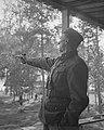 Mannerheim-ristin ritari 35. majuri Tauno Johannes Viiri kouluammunnassa 14.9.1942.jpg