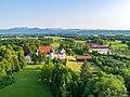 Maxlrain mit Blick auf die Alpenkulisse mit dem Wendelstein.jpg