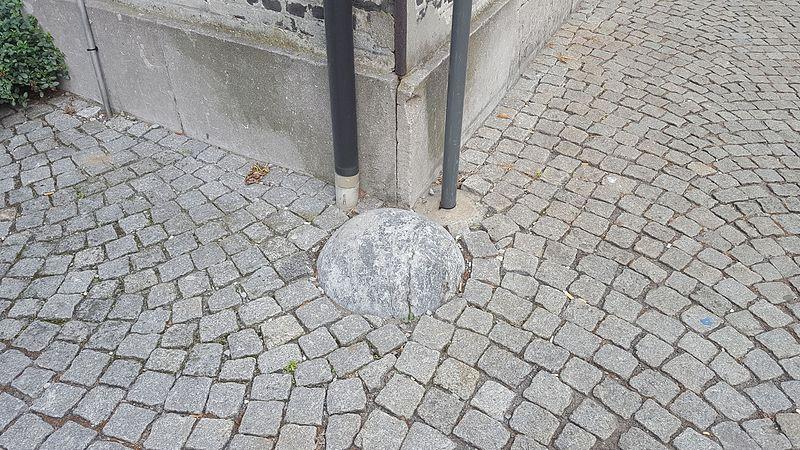 File:Mechelen-Nonnenstraat kogel (1).jpg