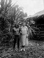 Medicinmannen Selimo och Olga Nordenskiöld. Rio Sambú, Darien, Panamá. Stam, Emperá-Chocó - SMVK - 003965.tif