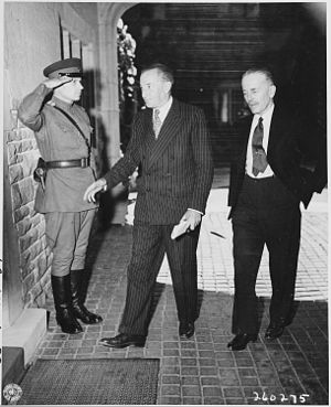 Archibald Clark Kerr, 1st Baron Inverchapel - Archibald Clark Kerr (middle) at the Potsdam Conference in 1945