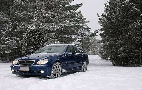 Mercedes-Benz S203 -04 (photographed during snowfall).