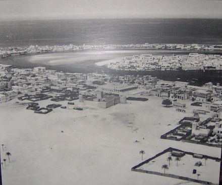 Dubai in 1950; the area in this photo shows Bur Dubai in the foreground (centered on Al-Fahidi Fort); Deira in middle-right on the other side of the creek; and Al Shindagha (left) and Al Ras (right) in the background across the creek again from Deira Mid-20th century Dubai.JPG