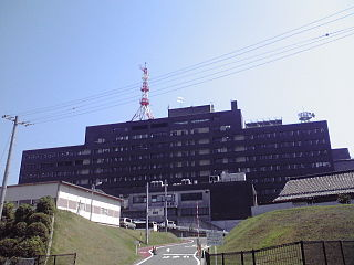 三重県職員信組の本店が入居する三重県庁舎