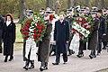 Ministru prezidents Valdis Dombrovskis piedalās svinīgajā vainagu nolikšanas ceremonijā Rīgas Brāļu kapos (8174996420).jpg
