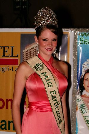 Miss Venezuela - Alexandra Braun, Miss Earth 2005