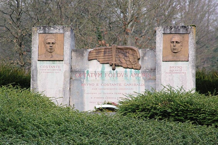 Monument des Garibaldiens à Lachalade