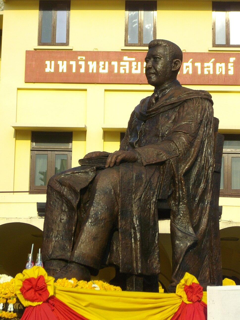 Monument of Pridi Banomyong, Thammasat University 02