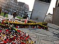 Monument to the Fallen Shipyard Workers of 1970 in Gdańsk after president's plane crash 2010 - 04.jpg