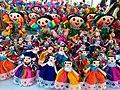 Muñecas tejidas a mano de artesanos huicholes.jpg