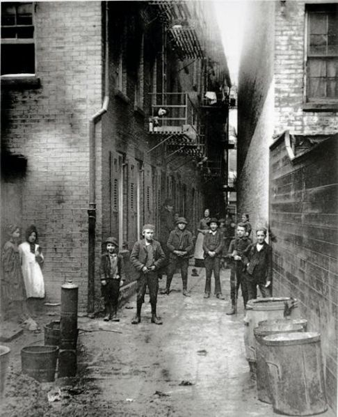 File:Mullen's Alley, New York, by Jacob Riis.jpg