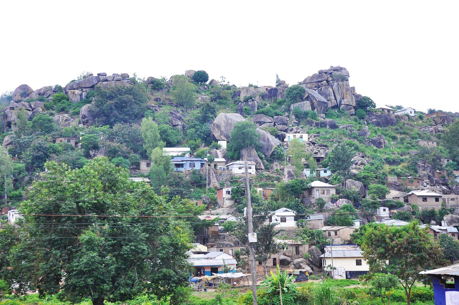 1920px-Mwanza_is_a_city_among_the_rocks.JPG