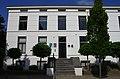 Neoclassicistisch gepleisterd huis met rechte kroonlijst en hoge stoep 2012-09-10 15-07-32.jpg