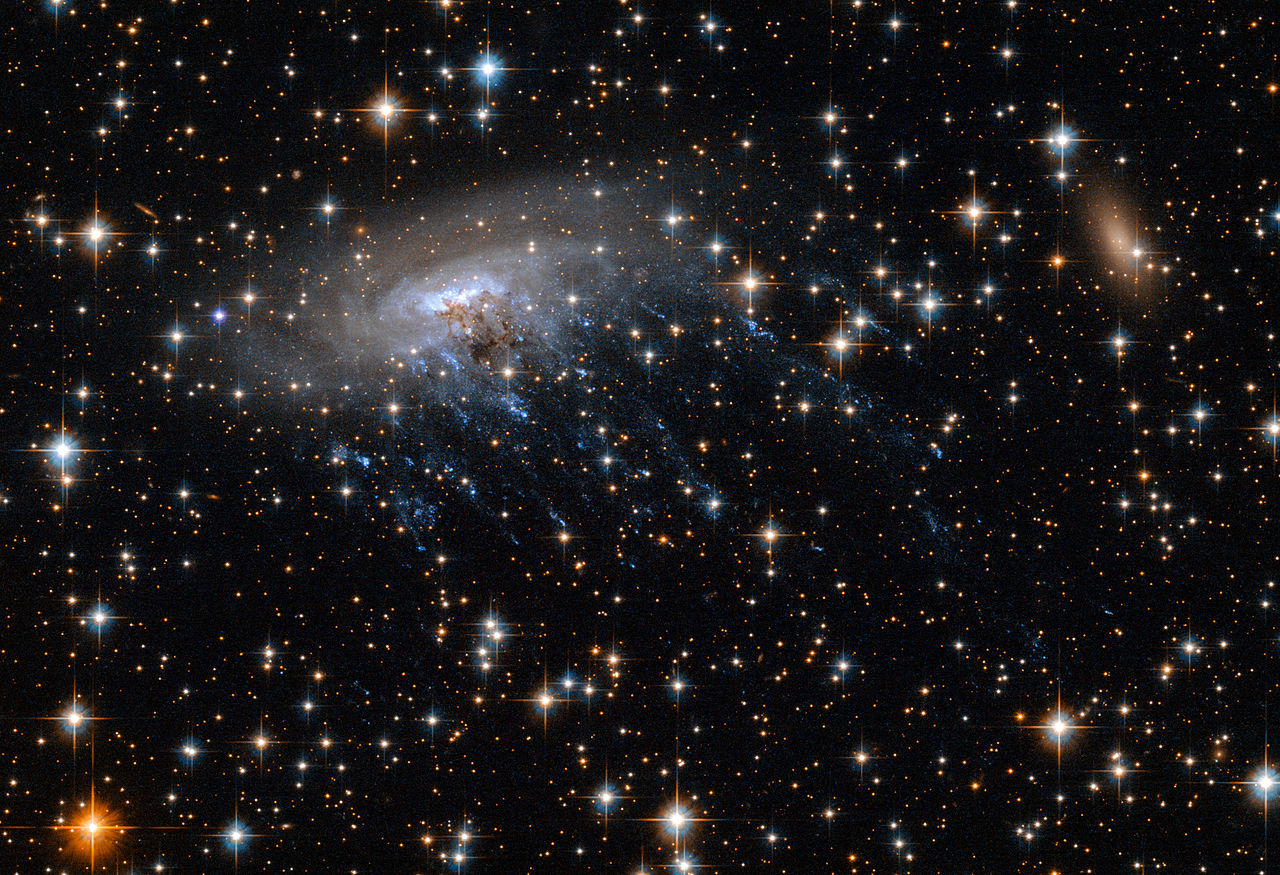 CONQUETE SPATIALE - Page 32 1280px-New_Hubble_image_of_spiral_galaxy_ESO_137-001
