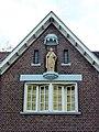 Nijmegen Pater Eijmardweg 11-13 klooster, gevelbeeld.JPG