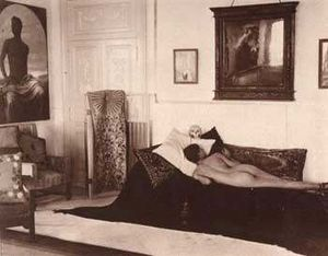 Jacques d'Adelswärd-Fersen - Nino Cesarini, lying naked on a couch in Villa Lysis. His portrait by Paul Hoecker hangs at the wall in front of him.