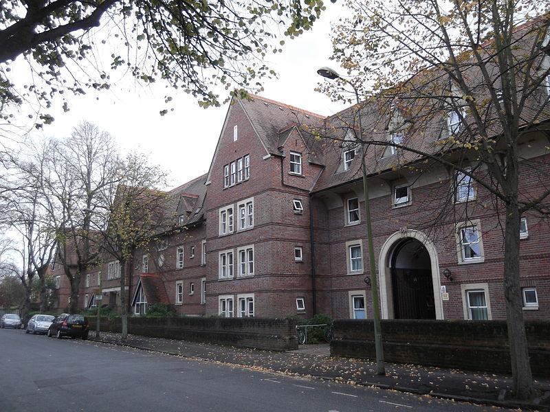 North side of St Hugh%27s College, Oxford.JPG