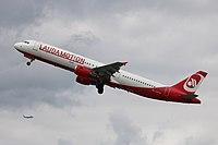 OE-LCG Airbus A321-200 Laudamotion DUS 2018-04-28 (15a) (41849786741).jpg