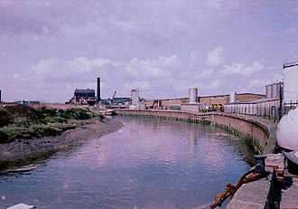 Stoneferry - River Hull at Stoneferry Bridges looking north (1983)