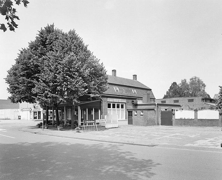 Bestand:Overzicht met situering in straatbeeld - Deurne - 20335122 - RCE.jpg