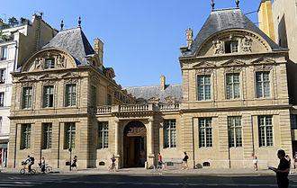 ESCP Europe - Image: P1190741 Paris IV rue St Antoine hotel de Sully rwk