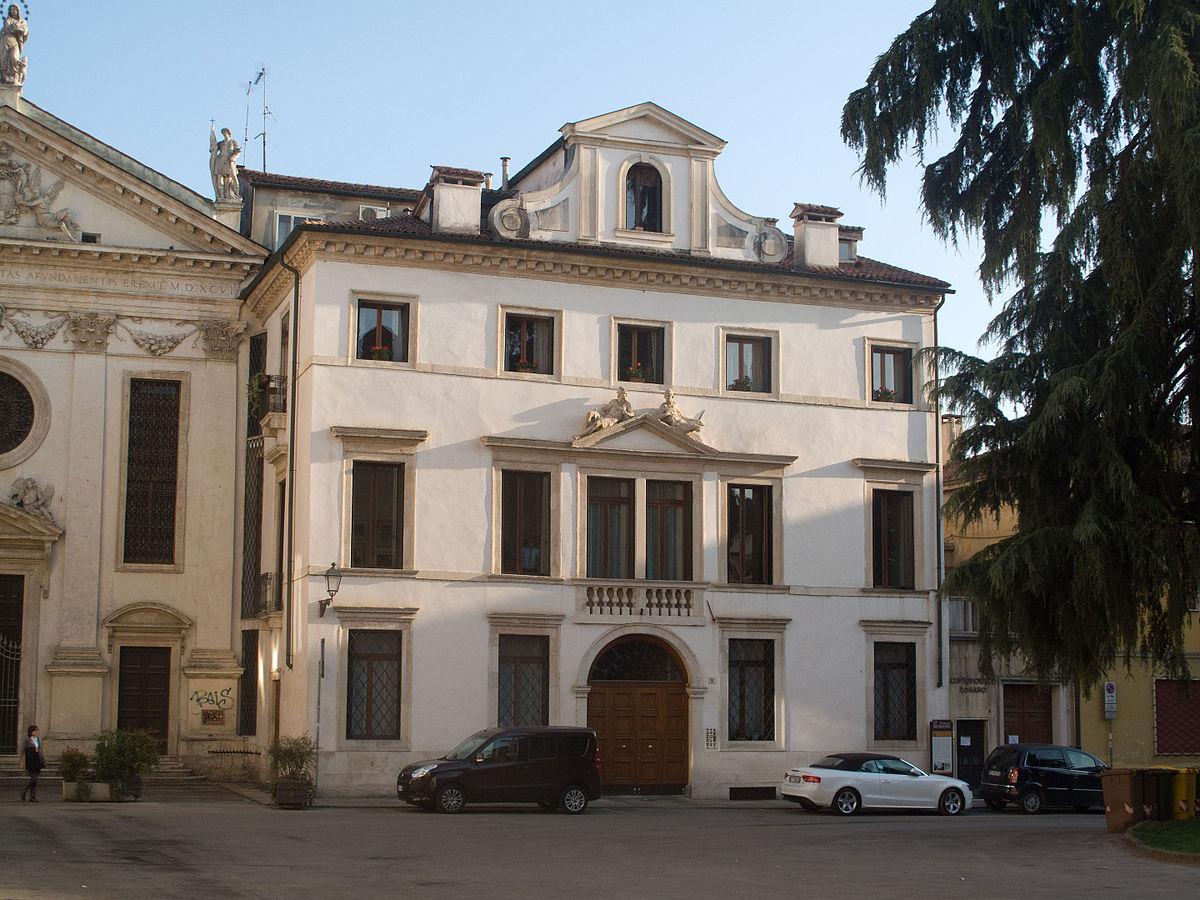 Palazzo roma wikipedia for Palazzo a 4 piani