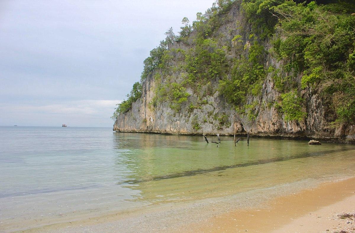 File:Pantai Yakoba, Jayapura, Papua.jpg - Wikimedia Commons