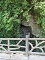 Parc des Buttes-Chaumont, avenue de la Cascade, cascade 01.jpg