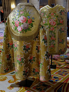 Brocade textile produced by brocading; in general, any richly figured fabric, often incorporating metal thread